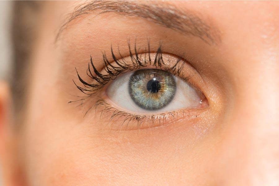 Jak odmłodzić okolice oczu, czyli kiedy krem już nie wystarcza